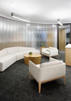 30平米现代风格办公室休息室装修效果图