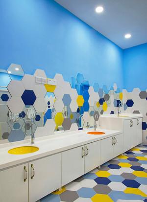 现代简约风格幼儿园公共卫生间装修效果图赏析
