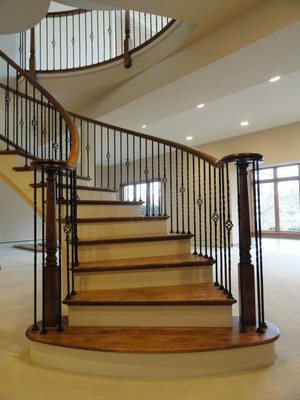 300平米欧式风格别墅楼梯设计装修效果图赏析