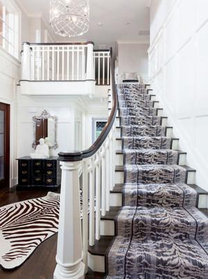 欧式风格两层别墅楼梯装修效果图鉴赏
