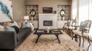 简欧风格大户型温馨客厅背景墙装修效果图