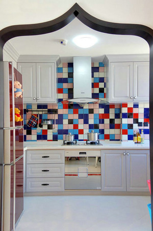 混搭风格缤纷色彩两室两厅室内装修效果图