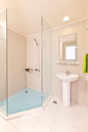 现代简约风格小户型室内卫生间淋浴房装修效果图赏析