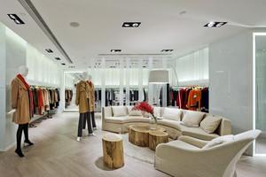 120平米现代简约风格服装店设计装修效果图