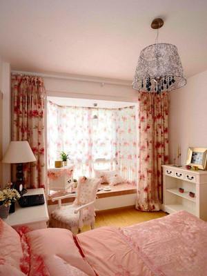 欧式田园风格温馨浅粉卧室窗帘装修效果图