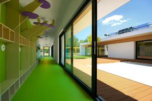 300平米现代简约风格幼儿园过道装修效果图赏析