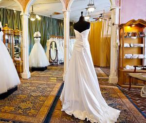 130平米欧式风格婚纱店设计装修效果图赏析