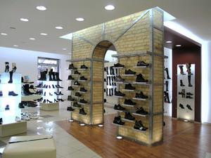 80平米后现代风格鞋店展柜设计装修效果图