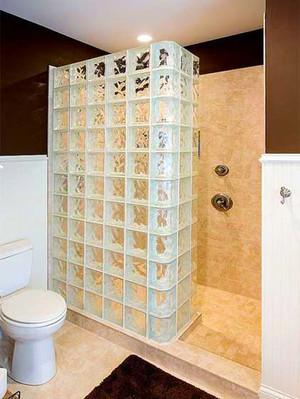 现代简约风格卫生间玻璃隔断墙装修效果图