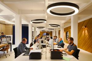 130平米现代简约风格办公室吊顶设计装修效果图