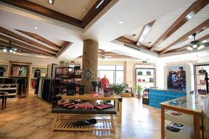 300平米现代风格精品服装店设计装修效果图