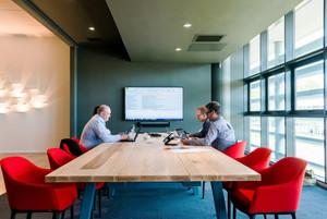 38平米现代风格公司会议室装修效果图赏析