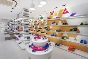 55平米现代风格鞋店展柜设计装修效果图