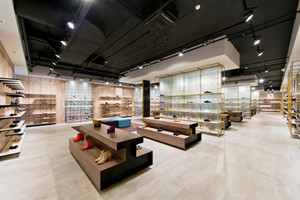120平米简约风格大型鞋店设计装修效果图