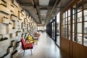 330平米现代风格办公室隔断设计装修效果图
