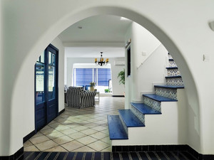 地中海风格经典蓝色复式楼梯装修效果图