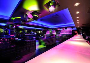 100平米现代风格音乐酒吧装修效果图赏析