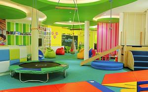 100平米现代简约风格缤纷彩色幼儿园游戏区装修效果图