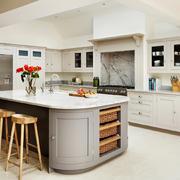 现代简约美式风格大户型开放式厨房吧台装修效果图