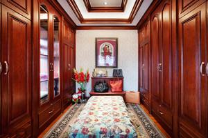 美式风格别墅室内精致衣帽间设计装修效果图