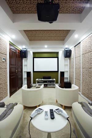 现代风格大户型客厅家庭影院装修效果图赏析