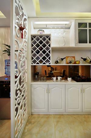 简欧风格两居室精致玄关镂空隔断设计装修效果图