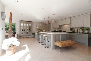 现代风格别墅室内精致开放式厨房吧台装修效果图