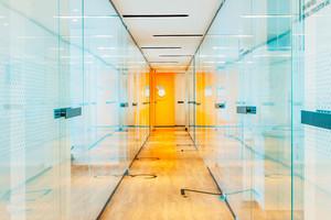 200平米现代简约风格办公室玻璃隔断设计效果图