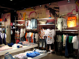 88平米后现代风格服装店设计装修效果图