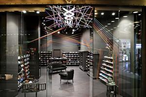 80平米后现代风格酷炫鞋店设计装修效果图赏析