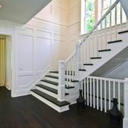 欧式风格别墅纯白楼梯设计装修效果图