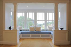欧式风格别墅室内温馨阳台飘窗设计装修效果图