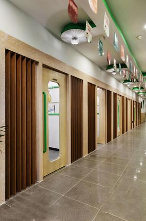 现代简约风格幼儿园过道设计装修效果图