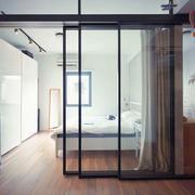 现代风格简约卧室隔断设计装修效果图