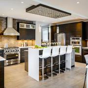 现代风格大户型精致开放式厨房吧台装修效果图