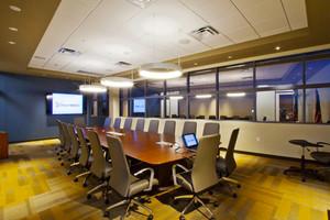 60平米现代风格会议室吊顶设计装修效果图
