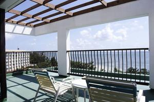 现代风格精致别墅阳台设计装修效果图赏析