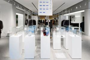 160平米现代简约风格服装店设计装修效果图赏析