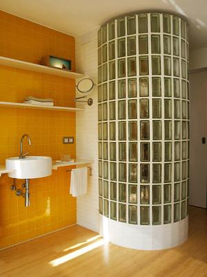 现代简约风格黄色卫生间淋浴房装修效果图赏析