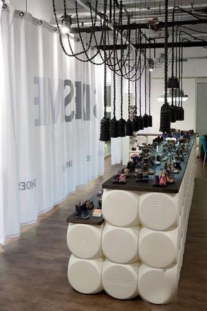 现代简约风格创意鞋店设计装修效果图赏析