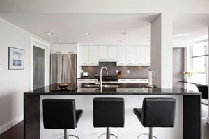 现代风格中性冷色开放式厨房吧台设计装修效果图