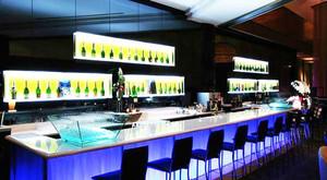 现代风格小型酒吧吧台设计装修效果图