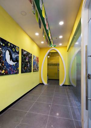 现代简约风格幼儿园室内过道设计装修效果图