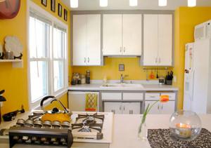 现代简约风格黄色小户型厨房设计装修效果图