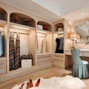欧式风格精致别墅华丽衣帽间设计装修效果图欣赏