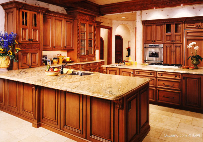 复古风格别墅室内深色系整体厨房装修效果图赏析