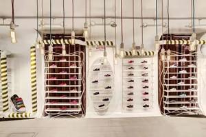 56平米后现代风格创意鞋店装修效果图