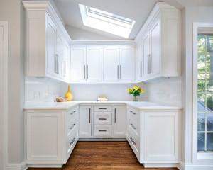 欧式风格别墅室内纯白厨房橱柜设计装修效果图