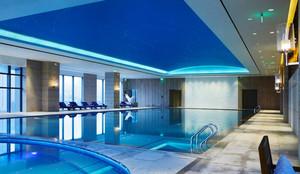 现代风格五星级酒店室内游泳池装修效果图