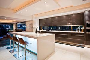 大户型现代简约风格精致开放式厨房吧台装修效果图